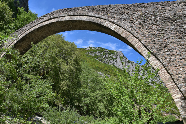 A close up picture of the one-arched stone bridge of Pyli, Trikala.