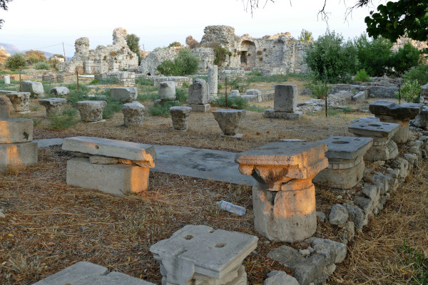 A picture of the remains of the Roman Baths of Thermai in Pythagorio.