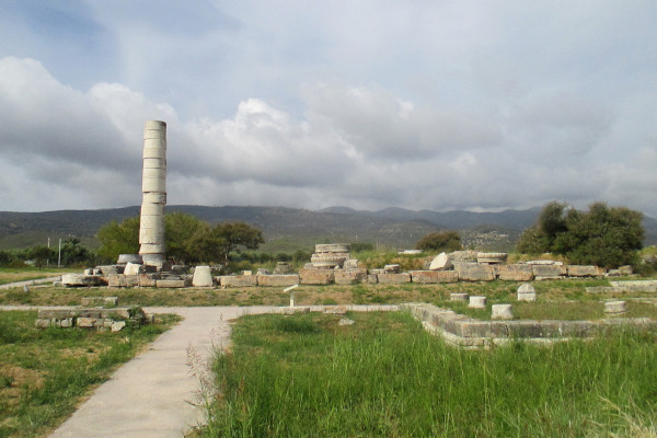 A photo with remains from the archaeological site of Heraion of Samos.