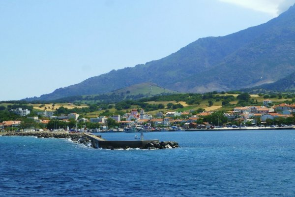A picture showing a part of the Kamariotissa village the port of Samothraki.