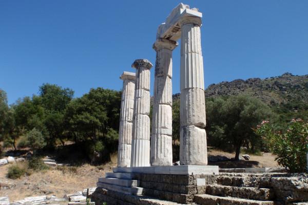 A photo depicting the Sanctuary of the Great Gods (Kaveiri) that is located Paleopoli Samothraki.
