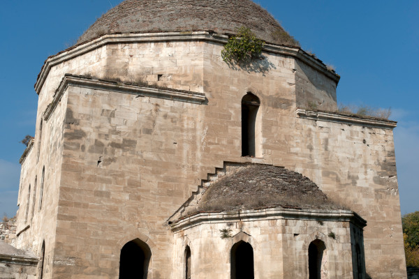 A photo of the exterior of the Ahmet Pasha «Mehmet Bey» Mosque of the city of Serres.