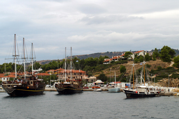 The harbor of Megali Panagia with small boats as well as bigger ships.