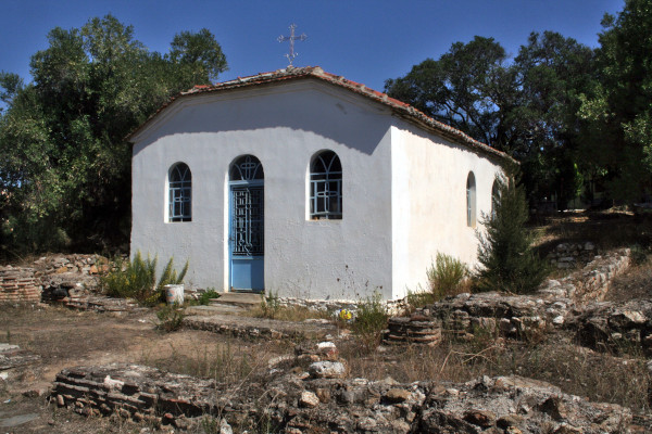 The front and the main entrance of the contemporary chapel of St. George built on the remains of the old church.