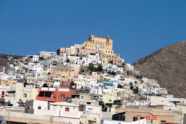 A picture of Ano Syros hill with the cathedral of St George on the top of the hill.