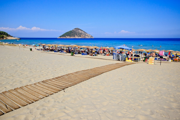 A photo showing numerous people, sunbeds and umbrellas at the Paradeisos (Paradise) Beach of Thasos.