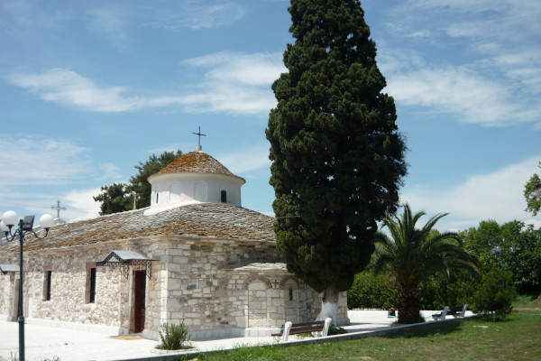 A picture depicting the exterior of the church of Agios Nikolaos (St. Nicholas) in Limenas of Thasos.