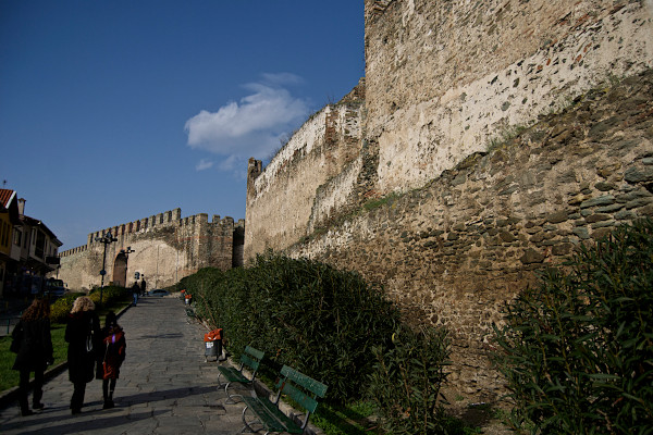 People walking by the walls of Thessaloniki's fortification.