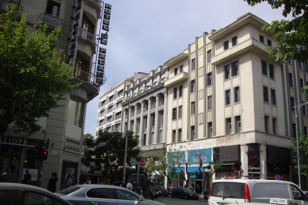 A building and many cars at Tsimiski street of Thessaloniki.