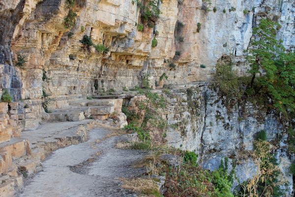 A picture of the specific view point that offers the amazing view of the Vikos Gorge.