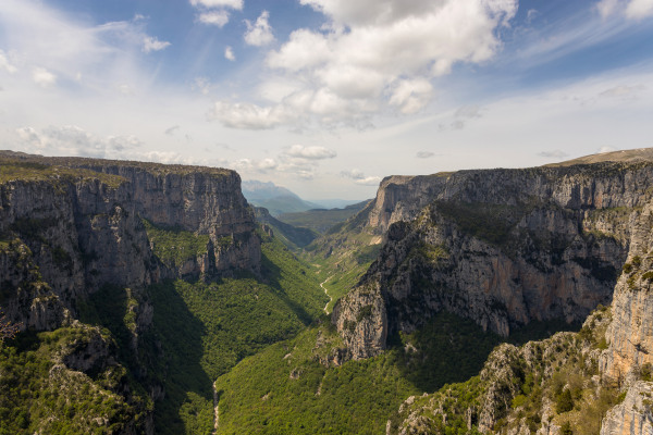 A picture showing the Vikos Gorge during a sunny day.